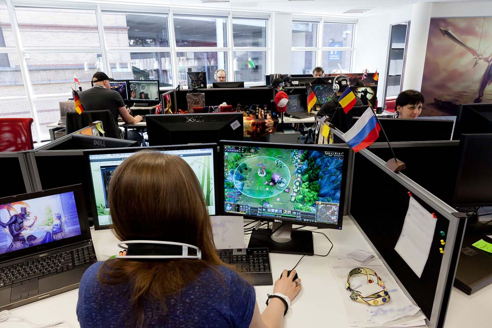 Riot Games (League of Legends maker) builds mobile team, gets RiotGames.mobi